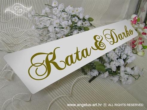 auto tablica s imenom za vjencanje zlatna