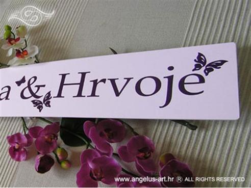 auto tablica za vjencanje s leptirima