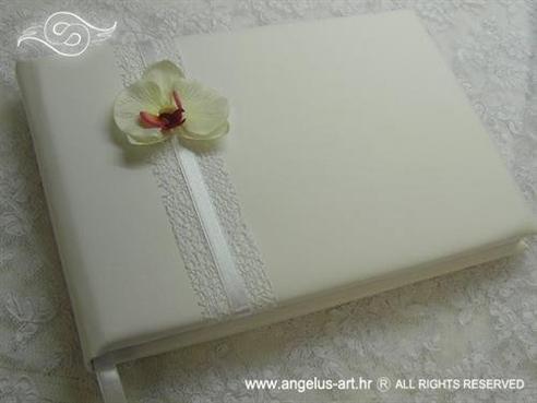 bijela knjiga gostiju s orhidejom za svadbenu svecanost