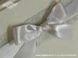 bijela mašna na knjizi dojmova za vjenčanje