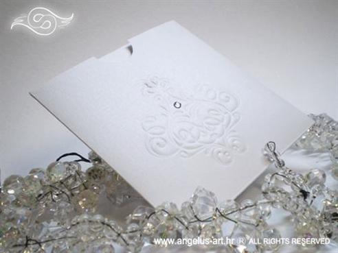 bijela pozivnica za vjenčanje s ornamentima i cirkonima na izvlačenje