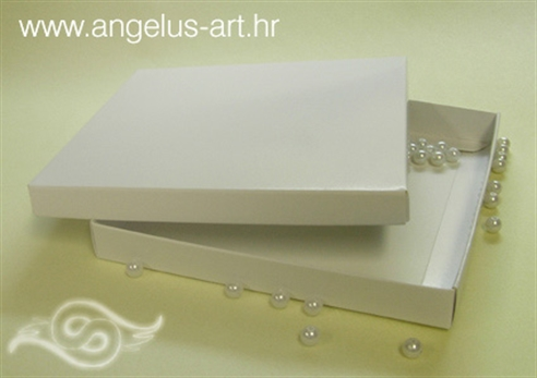 bijela ukrasna kutija za pozivnice ili zahvalnice