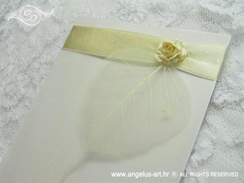 bijela zahvalnica za vjenčanje sa zlatnom trakom i krem ružom