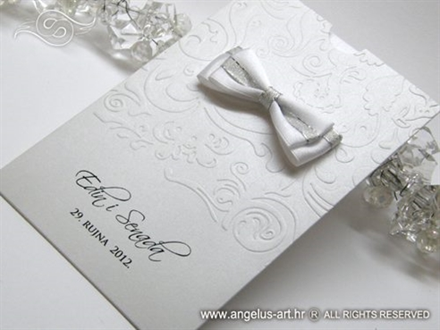 bijela zahvalnica za vjencanje u etui omotnici s reljefnom strukturom i masnom