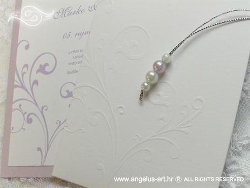bijelo lila pozivnica za vjenčanje s perlicama