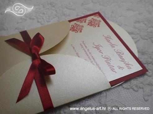 bordo crvena pozivnica za vjenčanje s damask uzorkom