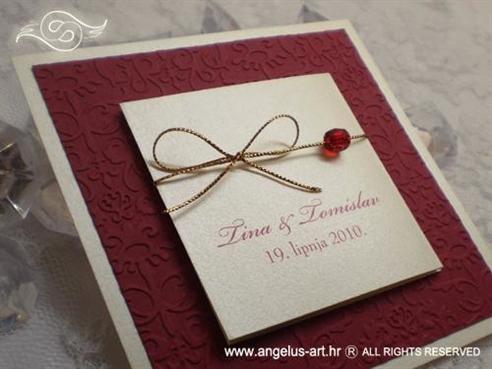 bordo crvena pozivnica za vjenčanje s perlicom i 3D strukturom