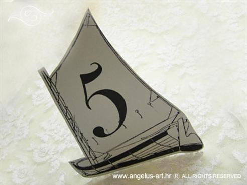 broj stola za vjenčanje u obliku broda s jedrom