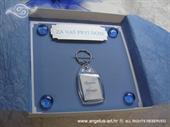 Čestitka u kutiji s privjeskom za ključeve