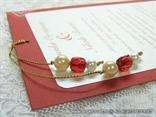 crvena bordo pozivnica za vjenčanje s perlicama na izvlačenje