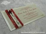 crvena bordo pozivnica za vjenčanje s ružom i sisalom