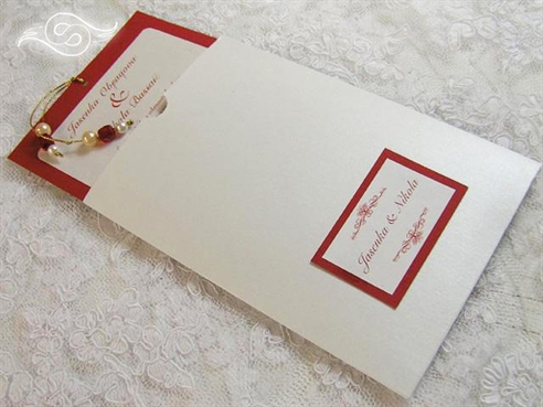 crvena pozivnica na izvlačenje s perlicama u etui pozivnici