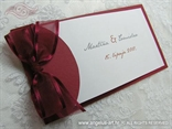 crvena pozivnica s prozirnom crvenom mašnom