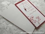 crvena pozivnica s tiskom i perlicama u etui kuverti