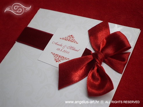 crvena pozivnica za vjenčanje s crvenom mašnom