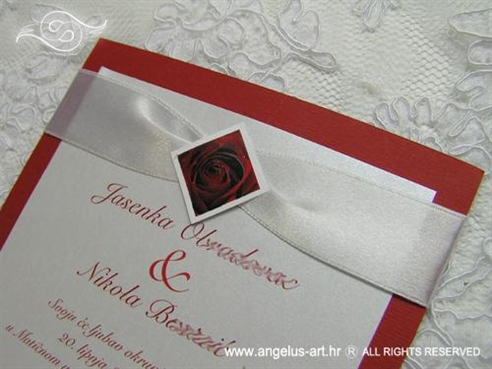 crvena pozivnica za vjenčanje s ružom