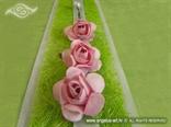 detalj knjige dojmova s ružičastim ružama