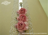 detalj krem knjige gostiju s rozim ružama