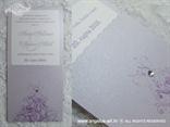 detalj lila pozivnice s cirkonom