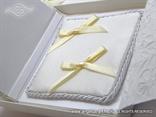 jastučić za prstenje krem unutar knjige