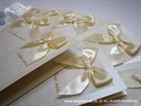 jelovnik krem bijeli sa šampanj mašnom i bijelim ornamentima