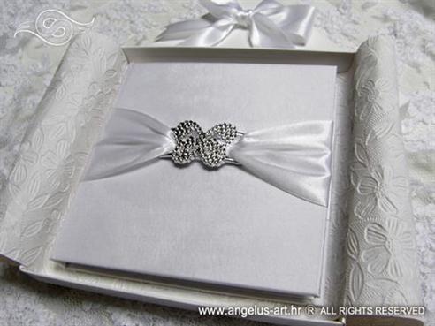 Broš bijeli leptir
