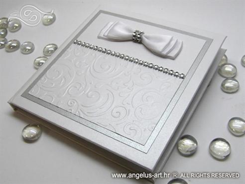 knjiga za vjencano prstenje s reljefnom strukturom i bijelom masnom