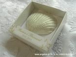 konfet magnet školjka u kutijici sa zlatnim tiskom