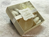 Wedding favors and wedding confetti