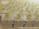 konfeti za vjenčanje u bež šampanj kombinaciji s mašnom i ružom