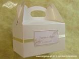 krem bijela kutija za kolače s imenima mladenaca i datumom