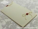 krem crvena pozivnica sa zlatnom mašnicom na izvlačenje