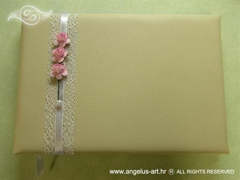 krem knjiga dojmova s rozim ružama i bijelom perlom