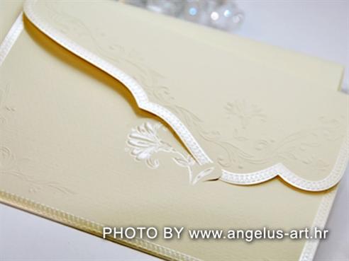 krem pozivnica za vjenčanje s 3D ornamentima cvjetova