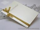 krem pozivnica za vjenčanje sa zlatnom satenskom trakom