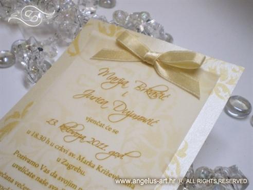 krem zlatna pozivnica za vjenčanje s mašnom i ornamentima