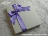kutija s ljubičastom mašnom za knjigu za prstenje