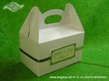 kutija za kolače na vjenčanju sa zelenom dekoracijom