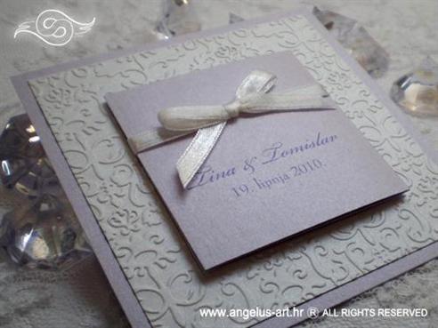 lila bijela pozivnica za vjenčanje s mašnom i 3D tiskom