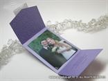 lila perlasta zahvalnica s 3D reljefnim tiskom i leptirima