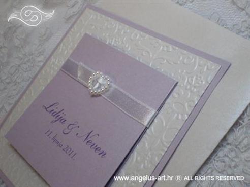 lila pozivnica za vjenčanje s blidruckom i srcem