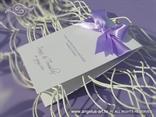 lila zahvalnica s ljubičastom satenskom mašnom