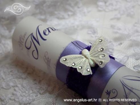 ljubičast menu za vjenčanje s bijelim leptirom i ljubičastim sisalom
