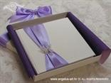 ljubičasta knjigica za prstenje u kutiji
