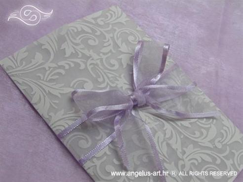 ljubičasta lila pozivnica s organdij mašnom
