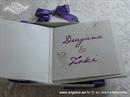 ljubičasta pozivnica u kutiji prikaz tiska iznutra