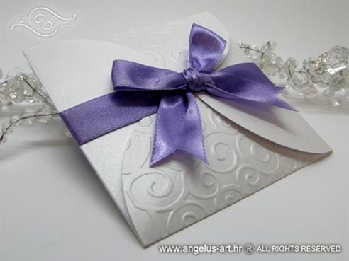 ljubičasta pozivnica za vjenčanje s 3D tiskom i mašnom