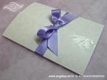 ljubičasta pozivnica za vjenčanje s mašnom