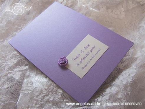 ljubičasta zahvalnica za vjenčanje s lila ružom