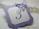 ljubicasti broj stola za svadbenu svecanost lilac frame